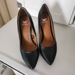 Black shoes with acetate heel